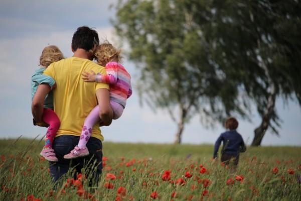 人間の幸福度は幼少期の親子関係が重要~親も昔は子供だった~